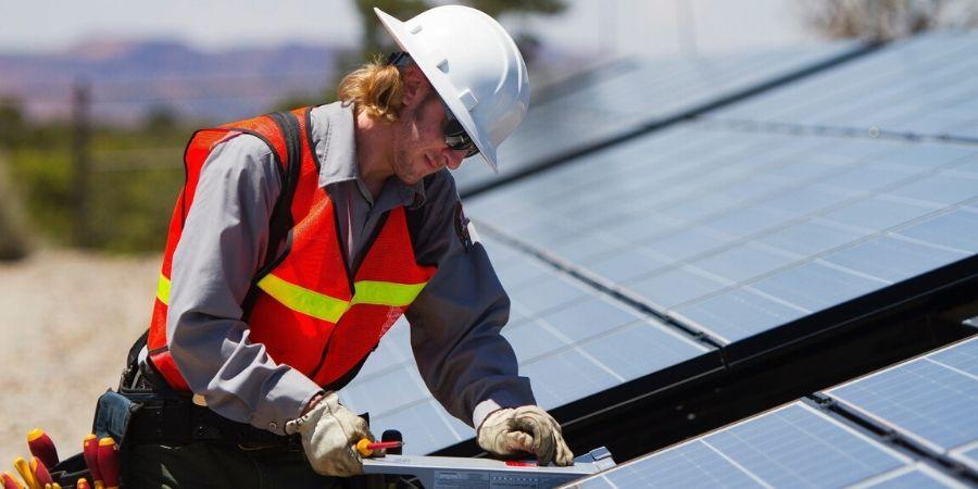 Contractor management in renewable industry